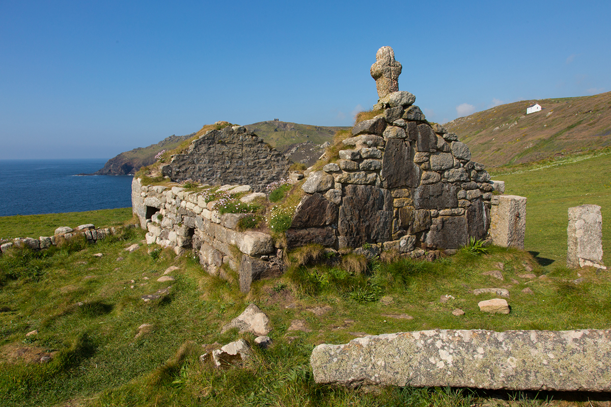 030 Structures in the Landscape_CapeCornwall_May2017-3
